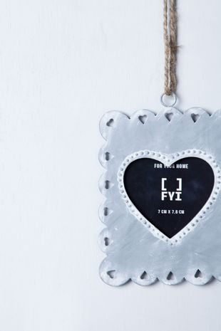 13043300_0003_2-HEART-FRAME---CD---102